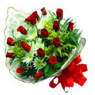 Bouquet de Flores de Rosas Vermelhas e Flores do Campo